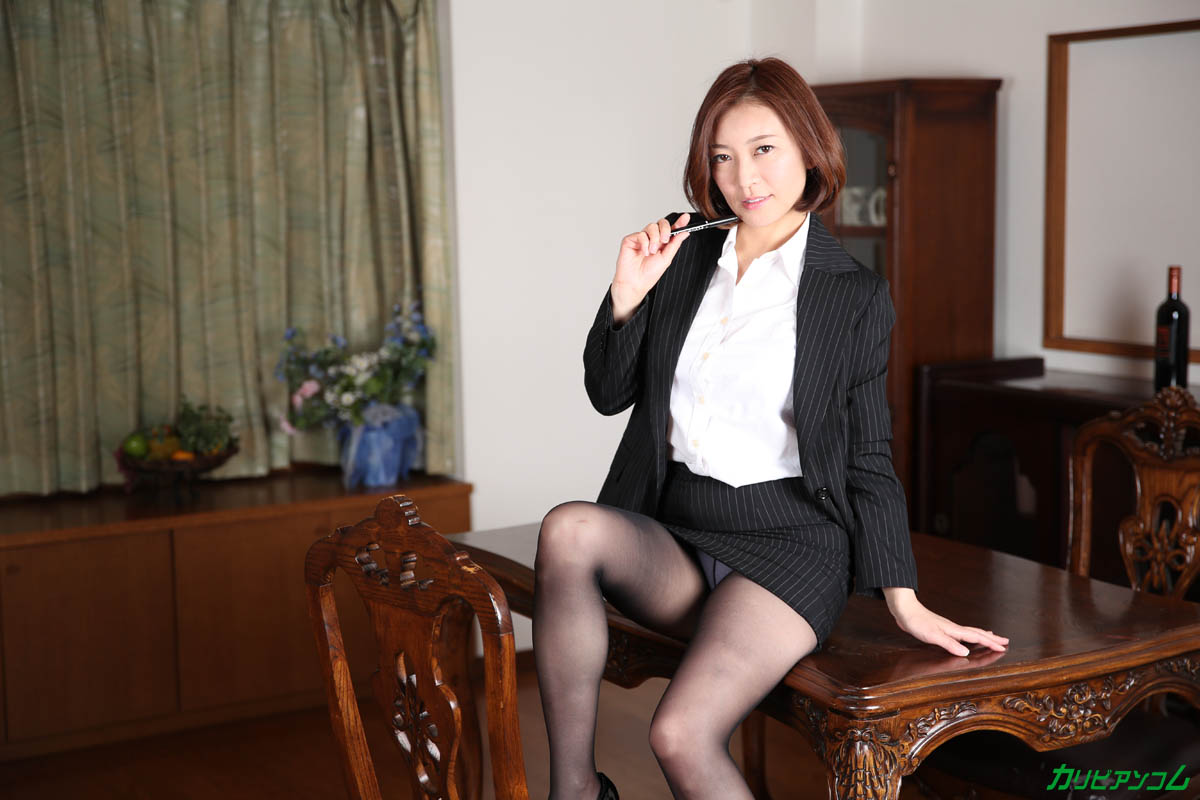 HITOMI What a beautiful mature woman teacher really wants