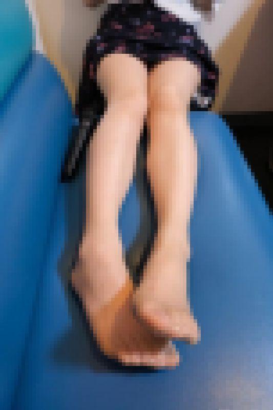 【2K高画質動画】あき 25歳OL/伝線だらけのストッキング美脚!仕事帰りに撮影しました サンプル画像