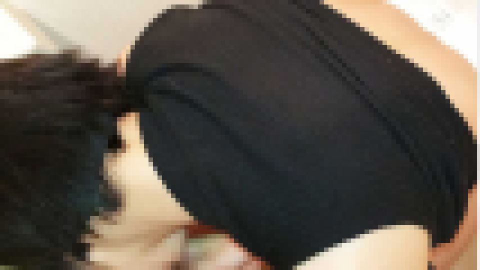 【$38→$10】【本妻】【個撮】掃除中で疲れて昼寝中している妻が肉棒をパンティの横から挿入される。トイレに行く妻を追いかけて中出し 本妻 画像