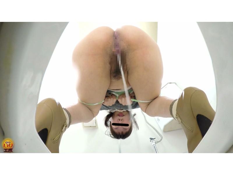 ルッキング放屁放尿 マンコとアナル排出の瞬間を目撃する女たち サンプル画像