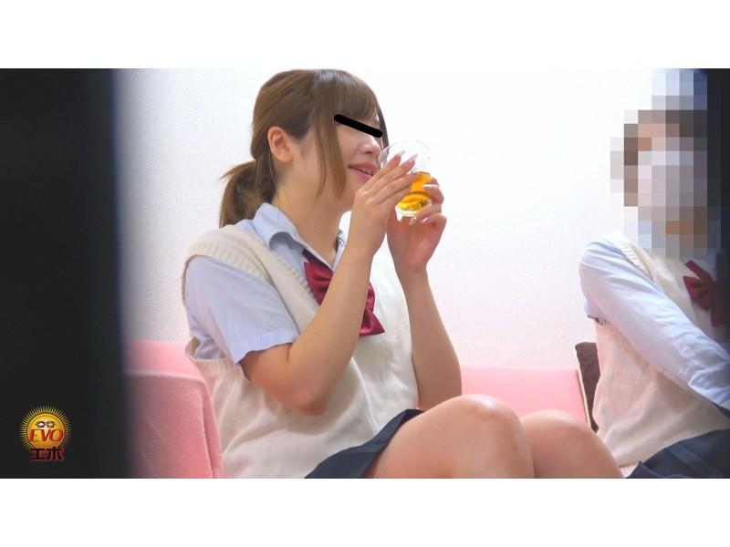 隠撮 清楚な女子達の失態...場違い爆尿漏らし 3 サンプル画像
