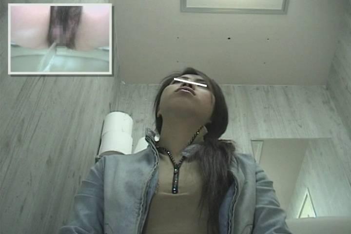 股間どアップ! 女子トイレマルチアングル #84